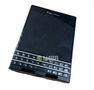 Фото смартфона BlackBerry Q30